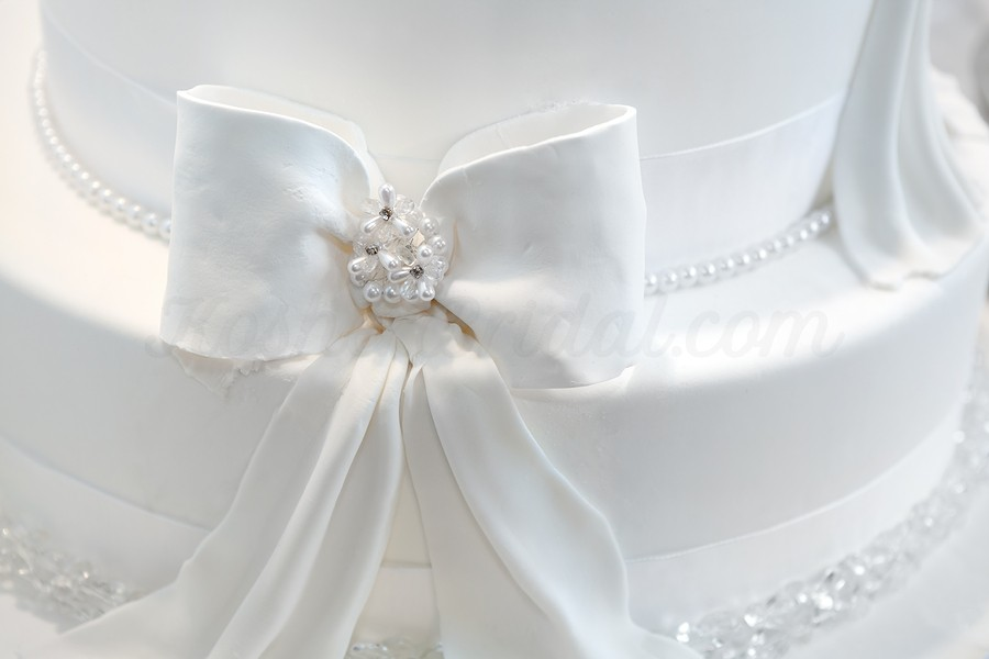 KosherBridal-Wedding-cake-detail-a-ribbon-38872705